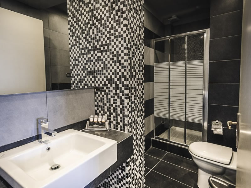 Hotel Nereides Suites Bathroom